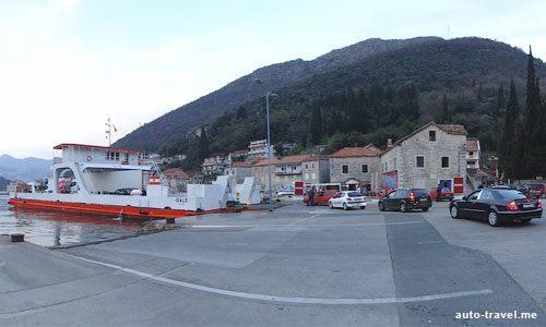 Паром в Бока-Которском заливе в Черногории